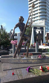 памятник Андрею Гусину