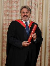 In July 2014 Radovan Vlatković was awarded an Honorary Membership of the Royal Academy of Music (Hon RAM) in London, joining a group of only 300 distinguished musicians worldwide.