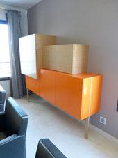 bahut design en chêne et laque orange