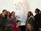 Desiree, Imane, Safae, Yousra, Alba, Soña y Erika cartel del encuentro y fotografías de mujeres del IES