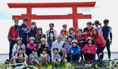 サイクリングイベント鹿島神宮一の鳥居前で記念写真