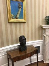Бюст Мартина Лютера Кинга в Белом Доме