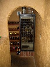 エントランス脇のワインセラー