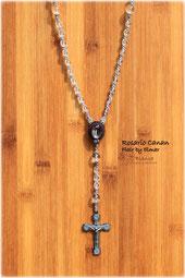 マクラメで編んだブランカオリジナルのロザリオネックレス 水晶とメタルクロス