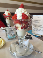 Eis, Erdbeeren, Sahne, 4,50 EUR