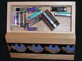 Altbatterien im Haus - Ferienhaus, Wohnhaus, Eigenheim, Recycling, Batterien, Lagerung, Brandgefahr, Hausmüll, Rohstoffe, Natur, Zuhause, Einzelhandel, Verbraucher, Umweltschutz, Umwelt, Sondermüll, Akkus entsorgen