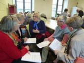 Echanges animés en petits groupe lors de la rencontre organisée sur Plourin-lès-Morlaix le 27/11