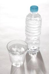 尿路結石の再発を予防するためには、飲水指導で、1日2,000㎖の水を飲むよう指導される。