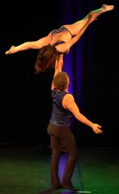 Partnerakrobatik Unterhaltungskünstler Show Act Bühnenprogramm Acrobalance Tango Bachata