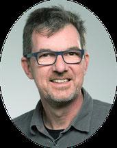 - Ihr Kursleiter für Hatha-Yoga & Core Energetics - Andreas Fischer, Yoga-Lehrer seit 1984 & Core Energetics Körpertherapeut