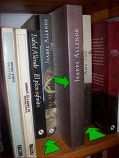 sacar un libro de un estante