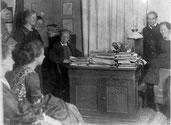 Ausbildungskus des Internationalen Jugendbundes in Nelsons Arbeitszimmer, 1919. AdsD/Friedrich-Ebert-Stiftung