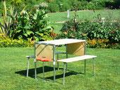 Tisch und Sitzbänke