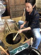 松井本和蝋燭工房の4代目和ろうそく女性職人