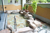 画像;日本旅館の露天風呂