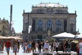 L' Opéra Comédie et la place.