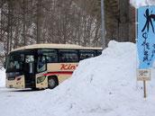 大型バスが何台もきます