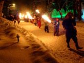 氷祭り松明の行進