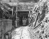 Bergmännisch hergestellter Schachtausbau unter dem Bornwald