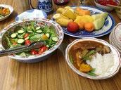 昼食は手作りの野菜たっぷりカレー