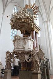 Die Kanzel in der St. Marienkirche in Berlin, auf der Martin Luther King predigte. Foto: Helga Karl