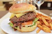 hamburger au grand comptoir du cours a saintes en charente maritime
