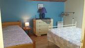 chambre à l'étage avec 1 lit 140 + 1 lit 90