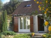 la maison, clematites en fleurs