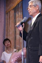 お礼の挨拶をする小田前会長
