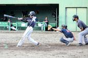 三塁打を放つ島村圭太