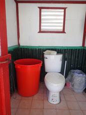 いつもピカピカな手動水洗トイレ