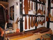 Auf den Tischen liegen pentatonische Instrumentee