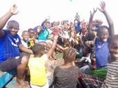 Die Schulkinder von Taayaki reisen nach Meyingbé