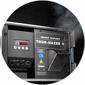 Die Erweiterung zum Disco Feeling ist die Hazer-Maschine. Zu sehen ist feiner Nebel der die Lichtstrahlen meiner DJ-Lichtanlage zur Geltung bringt.