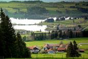 Gästehaus, dahinter der Rottachsee