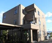 福井市南部地区に位置する3階建てマンション