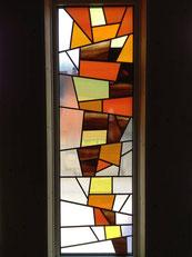 重なる色のステンドグラス