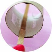 Bild: Knallbonbons einfach selber machen - mit dieser Schritt-für-Schritt Anleitung schöne DIY Knallbonbons als Christmas Cracker für Weihnachten oder Silvester Deko basteln, gefunden auf Partystories.de // #diydeko #Knallbonbons #Silvester #Weihnachten