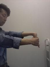 農作業の後に首が痛い奈良県御所市の男性