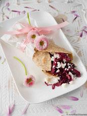 Tortilla Wrap mit Rotkohlsalat und Feta