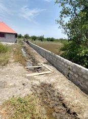 Schutzmauer gegen Hochwasser