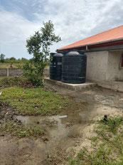 Wassertanks zur Speicherung des Regenwassers