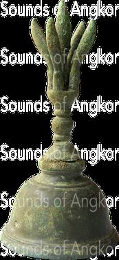 Cloche à demi-vajra en bronze. Période angkorienne. Dépôt archéologique de Vat Bo, Siem Reap.
