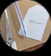 Bild: Geschenkanhänger selber basteln, DIY Geschenkanhänger, Anleitung und gratis Vorlage zum runterladen für geschenketiketten, gefunden auf Partystories.de