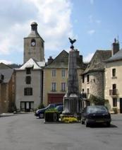La place de Saint Chely d'Aubrac