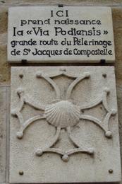 La stèle au départ de la via Podiensis