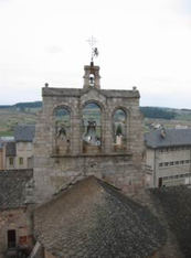 Le clocher-mur à trois baies de l'église de Saint-Alban