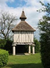 Entre Montcuq et Dufort-Lacapelette : Le pigeonnier du Chartron