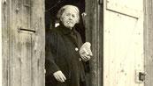 Helen Dahm vor ihrem Haus in Oettwil | © Kunstmuseum TG