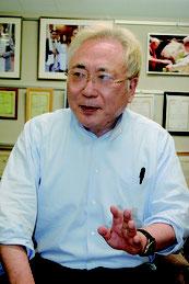 インタビューに応じる高須氏=4月20日、東京の高須クリニック